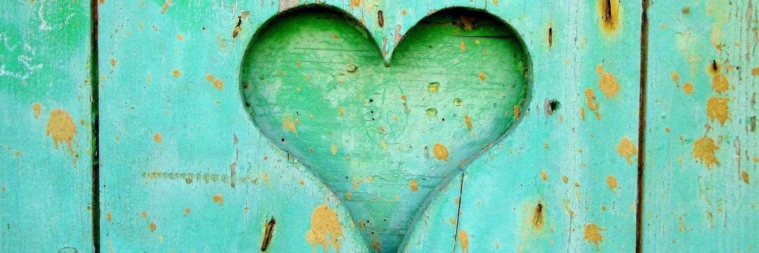 green-wooden-board-with-heart-hole-161711